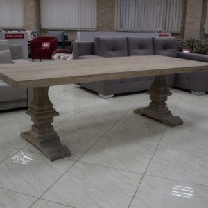 Table en bois naturel de chêne