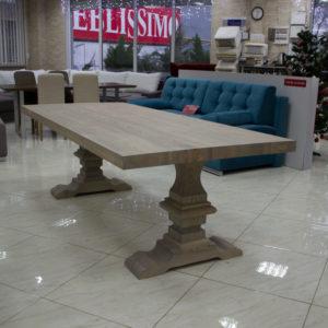 Table à manger en bois naturel. Table de cuisine