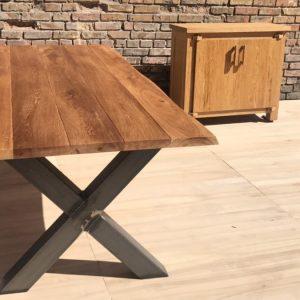 Table en bois usage extérieur
