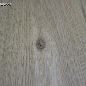 La photo d'une table-dessus de bois de chêne