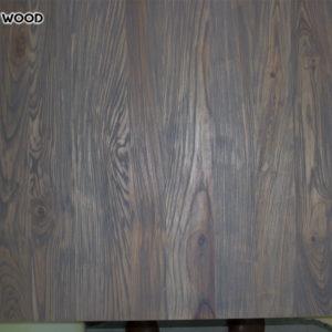 La belle photo de la table en bois recouverte d'huile grise