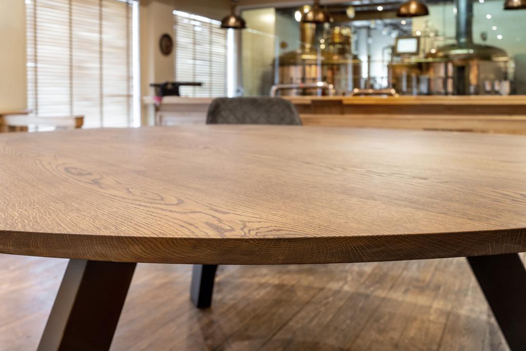 dessus de table en bois fini