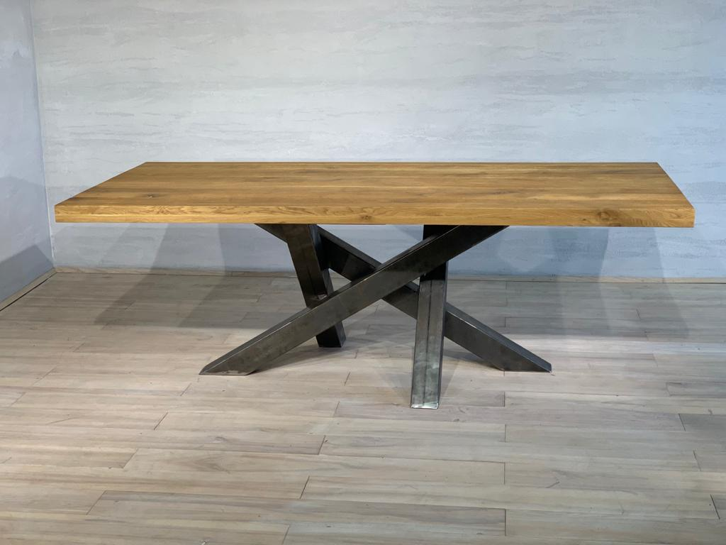 Table à manger en chêne avec pieds en métal